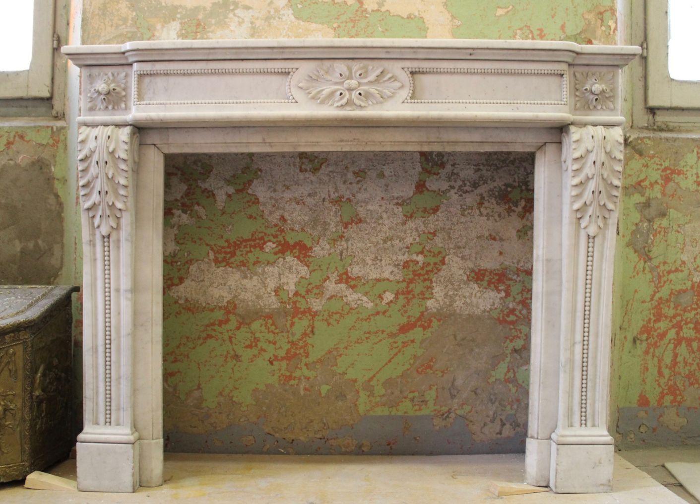 Camino Bianco In Pietra : Camino antico in marmo bianco