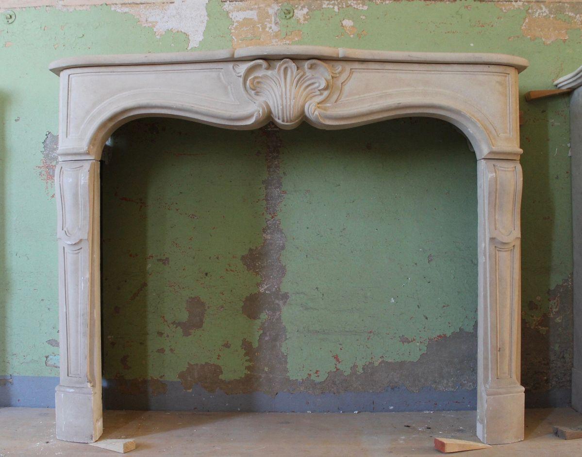 Immagini Camini In Pietra camino antico in pietra. antique stone fireplace, antique